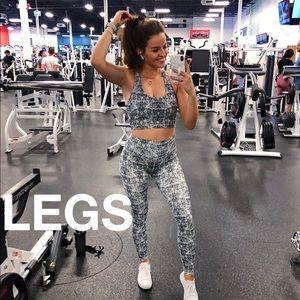 Buffbunny Rosa leggings and bra set Hustle print